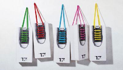 Schuh Verpackung mit Schuhband