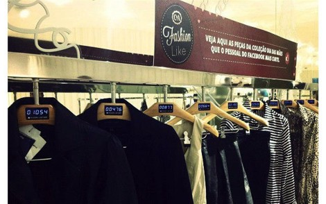 Intelligente Kleiderbügel verknüpfen Social Media und Marketing